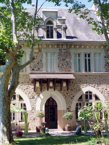 ヨーロッパのお城のような家 B03
