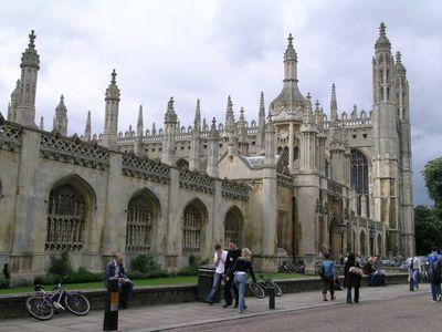 ケンブリッジ大学にサンタの帽子01