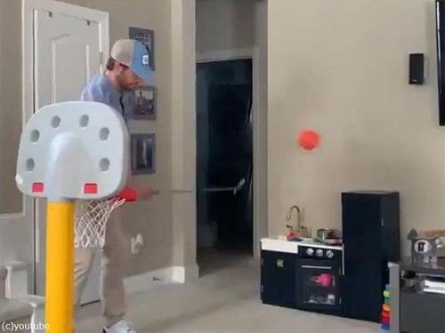 娘のバスケのおもちゃとパパ07