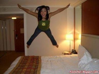 ベッドの上の少女たち03