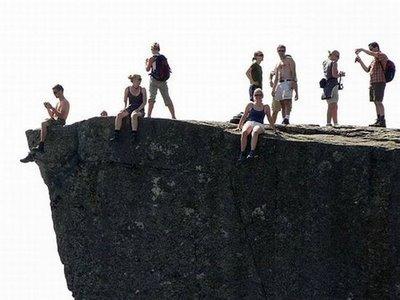 ノルウェーの断崖絶壁「プレーケストーレン」01