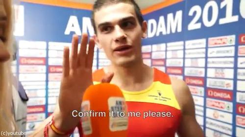 優勝したことに気づいたスペイン選手03
