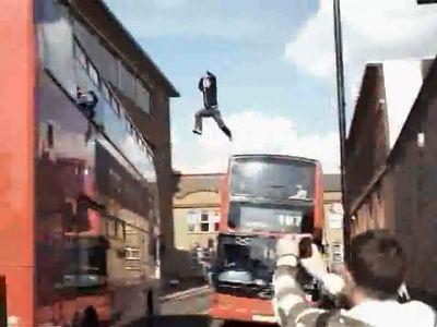 二階建てバスに飛び乗り