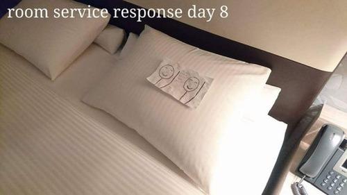 出張先のホテルでルームサービスと交流12