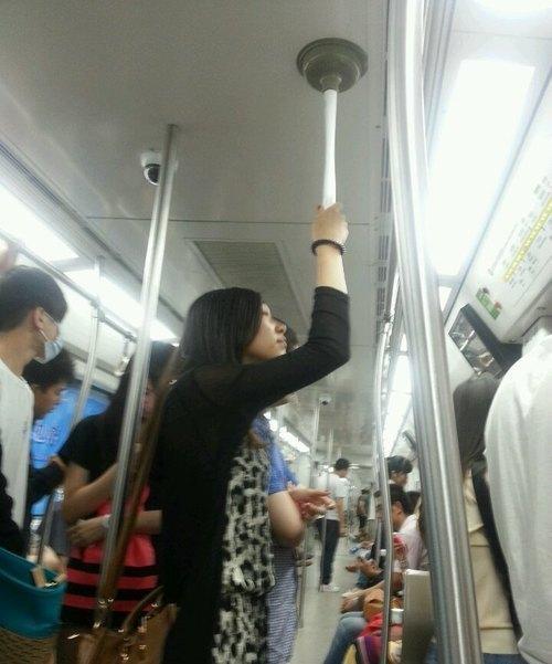 地下鉄の手すり01