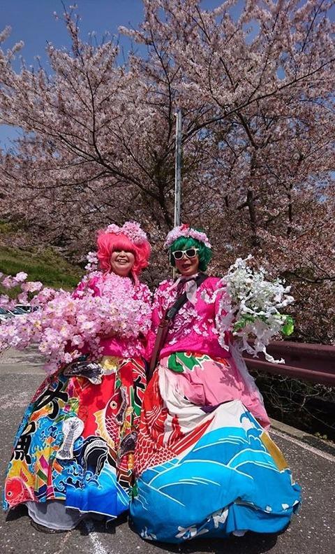 20180401桜をバック全身