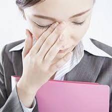 「仕事中に泣くなんて非常識」 仕事の失敗で涙した女性に賛否両論の声