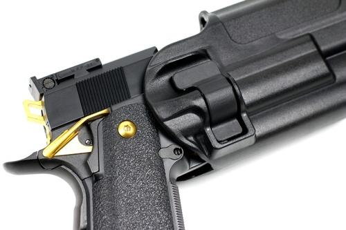 ロック時でも1cm程度銃が動く1