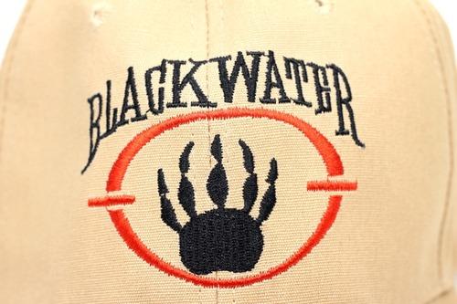 ブラックウォーターのロゴと社名が刺繍