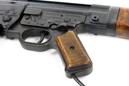 実銃と同じグリップ角度