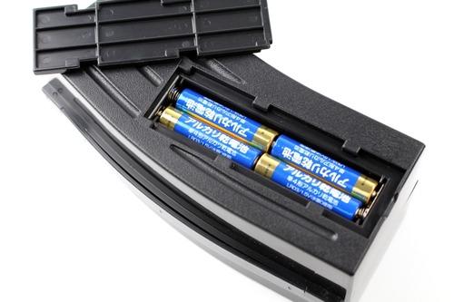 使用するのは単4電池4本