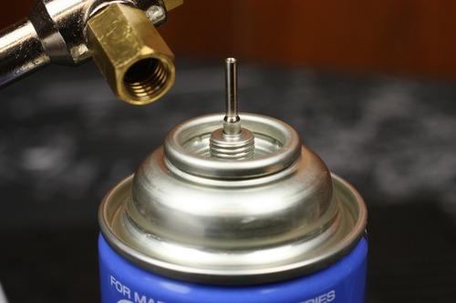 逆流防止弁がある方にガス缶