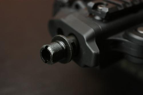 逆ネジ対応のフラッシュハイダーやサプレッサーに対応する