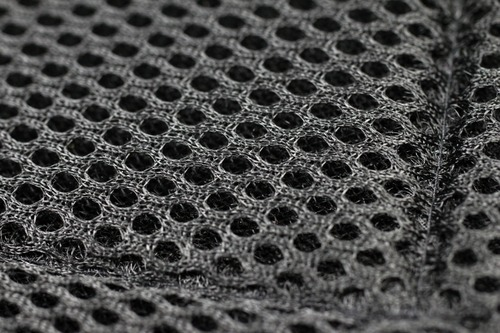 マイクロカーボンファイバーを編み込み