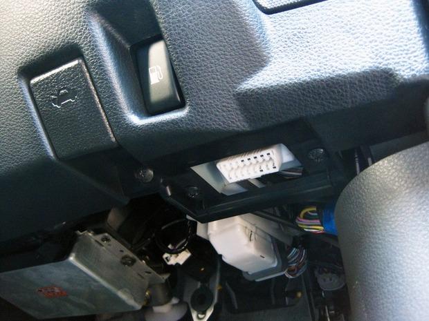 Z33のOBD2コネクター