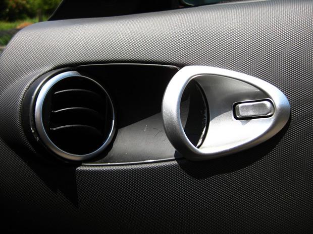 車内側のノブ