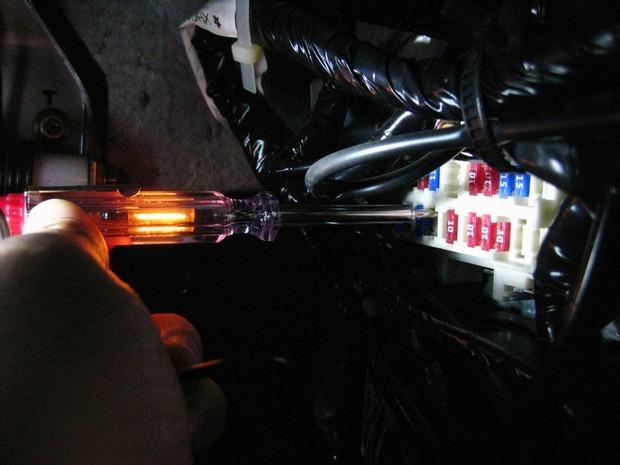 通電しているなら検電テスターが光る