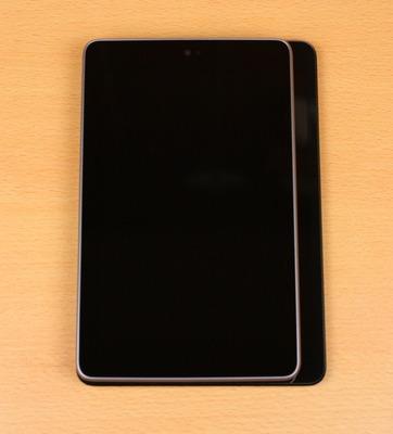 Nexus7を重ねて比較