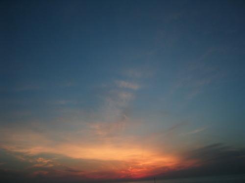 暁に染まる空