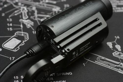 充電や設定はminiUSBケーブルで繋いで