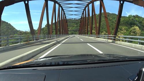 橋を渡るシーン