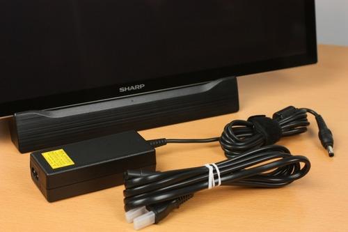 軽さを求めるため電源はACアダプター