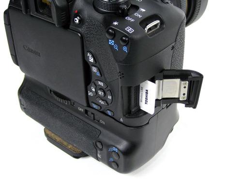 デジタルカメラへ挿入