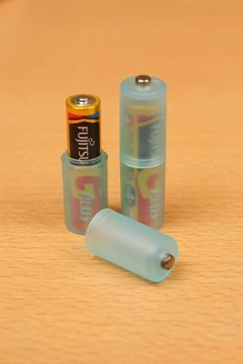 使い方は電池を中に入れて閉めるだけ