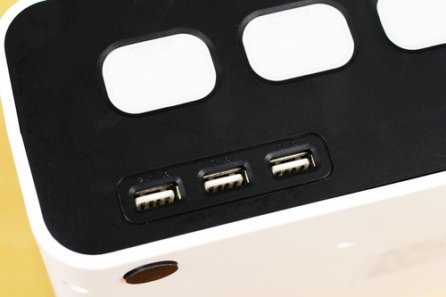 USBの電源供給ソケット