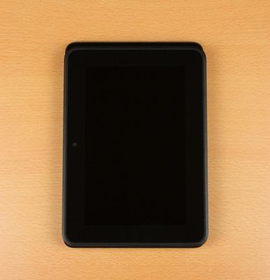 iPad miniの上にKindleFireHDを載せてみる