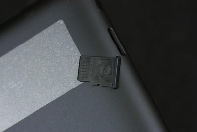 マイクロSDカードスロット