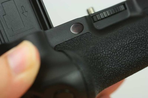 付属リモコン用の赤外線センサー
