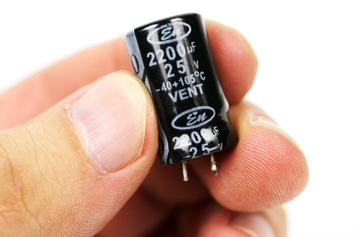 25V 2200μF 105℃の電解コンデンサー