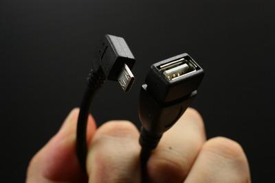 接続にはUSB OTGケーブルを使用する