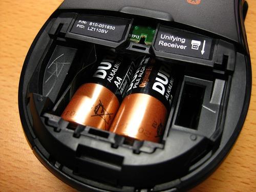 電池はここに収納