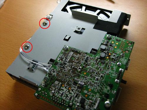HDDを固定しているネジ1