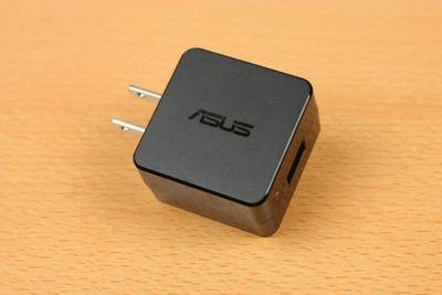 充電器はUSB電源アダプタータイプ