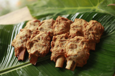 Chả chìa là món ăn được chế biến từ thịt nạc, mỡ phần và…mực một nắng Cát Bà