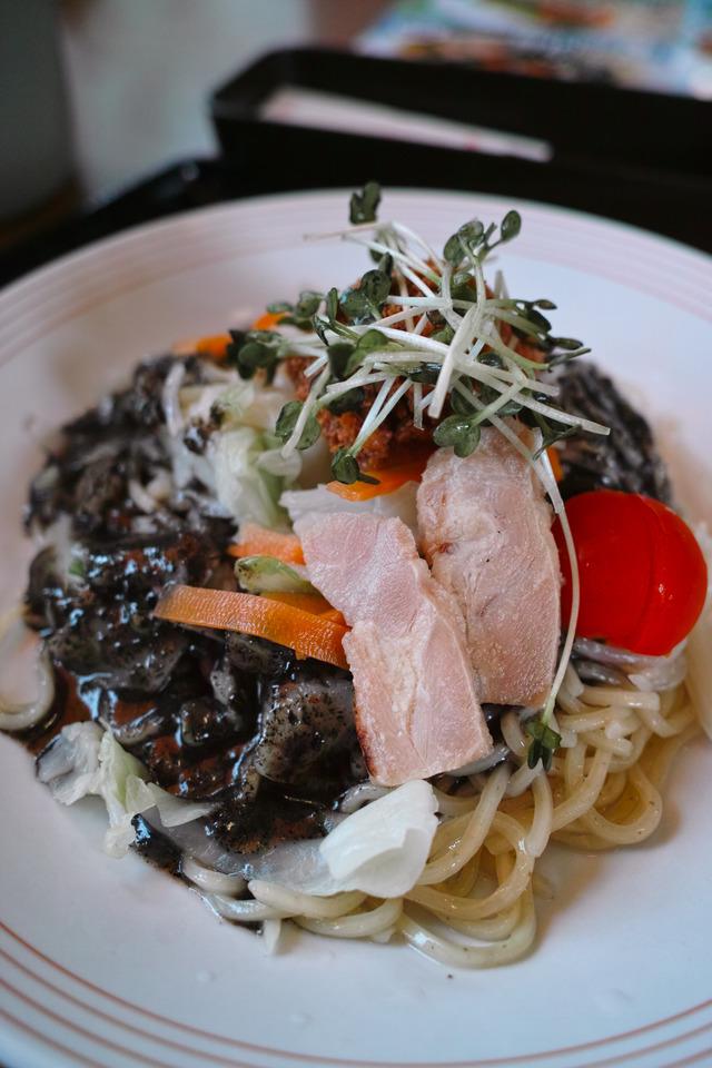 黒酢黒胡麻冷麺 リンガーハット