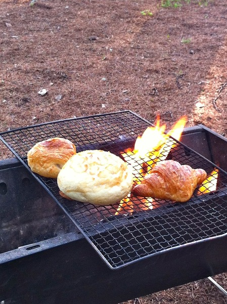 燃えるパン