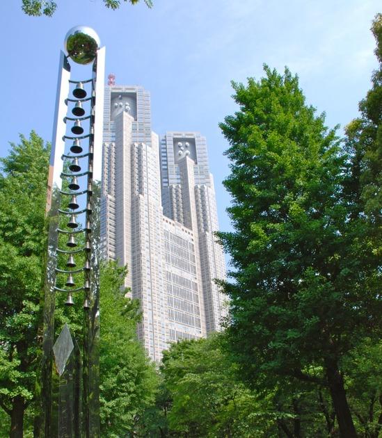 都庁となぞの建造物