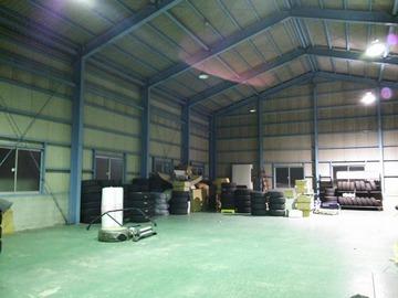 ランドローバー倉庫