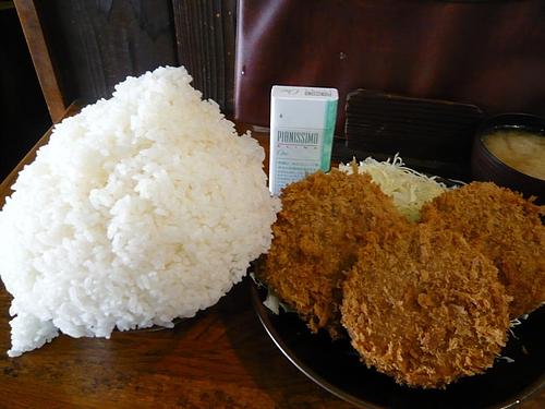 丼が見えません!メンチカツ定食大盛840円