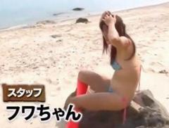 """フワちゃん""""ポロリ寸前""""の過激水着に反響「ほぼ裸ww」「フワちゃん水着小さすぎてワロタ」"""