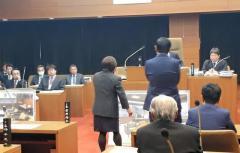 町長にレイプされたことを訴えた女性町議、「品位を傷つける」として除名。他にもレイプ被害者多数