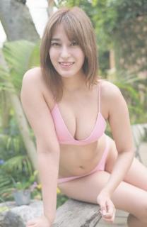 元AKB48平田梨奈 むっちりボディを極小ピンクビキニで包む