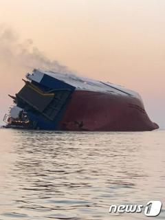 米海上で転覆の運搬船、閉じ込められていた韓国人全員を救出
