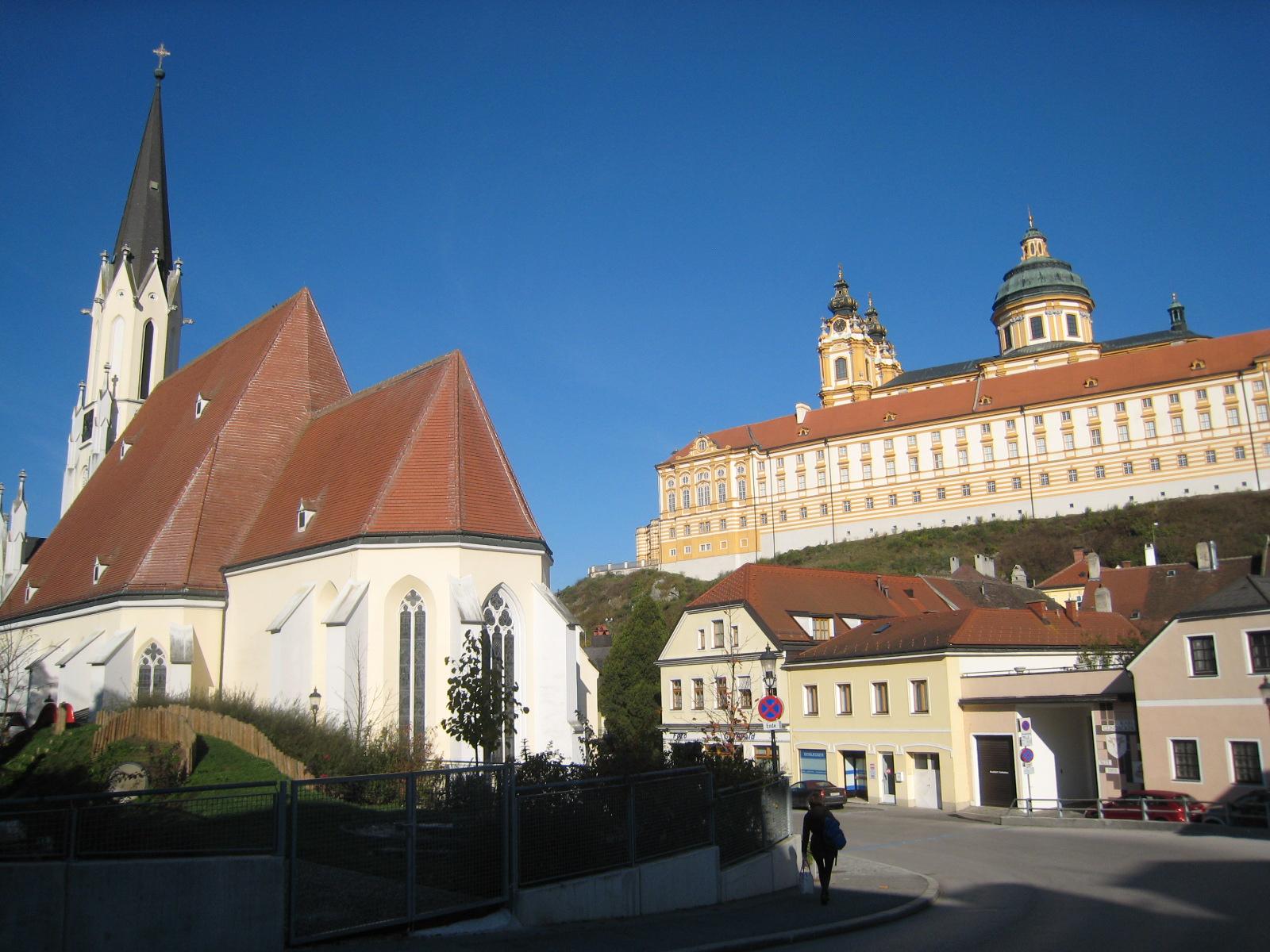 メルク修道院 電車を降りたのは、メルクという小さな町。ここからヴァッハウ渓谷の間を流... 快晴