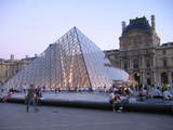 ルーブル宮のピラミッド