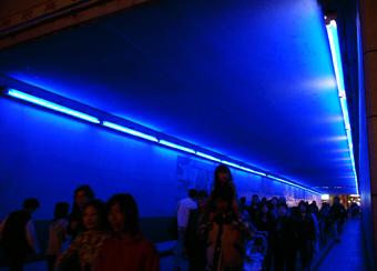 蒼いトンネル